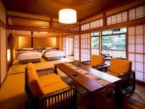 """【松の荘-MATSU-】<リビング> 畳のお部屋に、椅子とベッド。""""足にやさしい""""環境を。"""