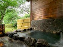 【桜の荘-SAKURA-】目の前の鷹の巣山を眺めながら、ゆったり湯浴みを満喫!