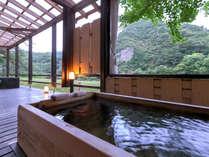 【柏の荘-KASHIWA-】<露天風呂> 山からの、川からの風が心地よく肌をなでる・・・贅沢な湯情のひととき♪