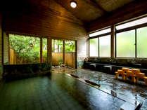 【大浴場-内風呂-】源泉温度<摂氏54℃>を誇る湯量豊富な鷹ノ巣温泉は、ミネラル成分豊富でお肌ツルツル