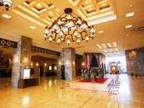 ■ロビー■広々とした天井の高いロビーは当館自慢の空間です。