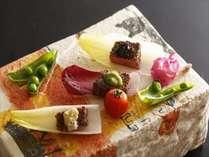 上質な肉の旨みとオリジナルソースの絶妙なハーモニーをお楽しみ下さい。