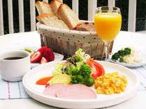 天然酵母の歯ごたえのある食パン★おかわりもどうぞ♪洋朝食をご用意致します。