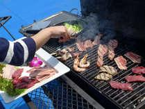 ジュージュー♪炭火で焼く美味しいお肉を召し上がれ!