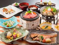 大人のグルメ和食会席(冬)。金目鯛煮付け、ふぐのたたき、鮑など(イメージ)。