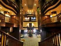 【ロビー】風格ある古城の内装が、皆さまを非日常の世界へご案内いたします。