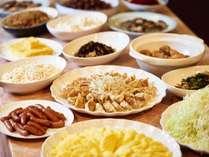 オリジナルカレーや日替わり惣菜が人気の朝食