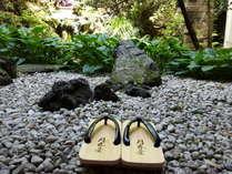 四季を感じられる中庭には、錦鯉が泳いでます