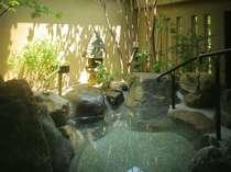 専用大庭園付き離れ貴賓室(101号室[福禄寿])の露天風呂
