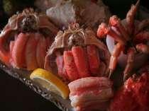 お部屋食でゆっくりおくつろぎください。本場のズワイ蟹