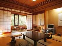 露天風呂付客室メゾネットタイプの2階和室10畳(花菖蒲・水仙・紅葉)
