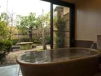 露天風呂付き客室(202号室[水仙])メゾネットタイプ一例