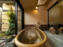 露天風呂付き客室(202号室[水仙])メゾネットタイプの風呂