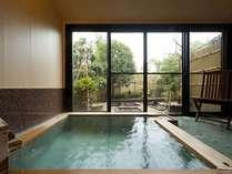 露天風呂付き客室(201号室[花菖蒲])メゾネットタイプ 露天風呂の一例