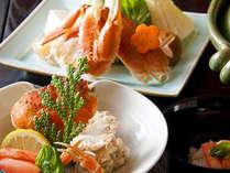 料理長が腕によりをかけた蟹料理の数々。ゆったりとお部屋でご堪能下さい。