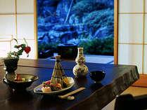 月替わりの旬の味わいを。お食事はお部屋食または個室にてご用意させていただきます。