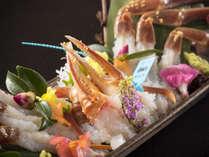 調理長が厳選して仕入れる石川ブランド「加能蟹」。彩も美しい蟹刺しはとろける味!