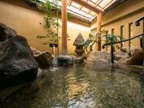 貴賓室専用の露天風呂。ゆったりと静かに自分だけの世界でリラックスできます