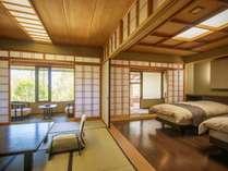 専用露天風呂とベッドルーム、数寄屋風和室の2間続き。バスルームのトイレはユニバーサル対応です