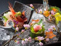 春のお料理一例。厳選した地物の食材が奏でる美味をご堪能ください。