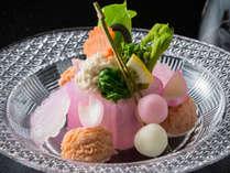春のお料理一例。色づく季節にふさわしい調理法で口福のひとときを。