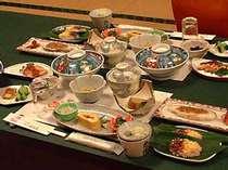 ※名物「真手そば」や、飯山ブランドポーク「みゆきポーク」などを取り入れた、郷土料理「庚申会席」!
