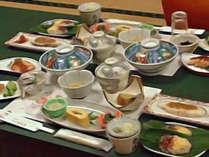*人気のご夕食「庚申会席」/名物真手そばや、飯山みゆきポークなどを取り入れた、郷土料理をご堪能下さい