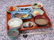 *【朝食一例】宮津で揚がった干物か味醂干し、お味噌汁など手作りの朝ごはんをお楽しみください♪