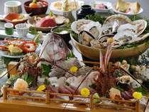 新鮮な魚とボリュームのある料理 (旬の味覚プラン 4名盛)