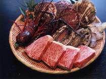 新鮮な伊勢海老や鮑や松阪牛ステーキ肉三大味覚の食材