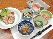 *[夕食/全体一例]生しらす、桜エビ、牡蠣、旬の地魚など地産地消の食材が並びます♪