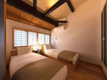 障子から優しい光が溢れる寝室。和とモダンの融合した落ち着きのある空間です。