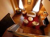 メゾネットスィートルーム(1Fリビング、2Fベットルームと、特別な空間でお過ごしいただけます)
