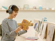 【ライブラリーカフェ】貸出しアイテムも充実♪音楽を聴きながら読書も楽しめます
