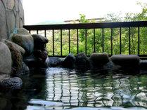 【露天風呂】源泉に近く、豊富な湯量とお肌に優しいお湯が特徴。