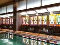 ■6階大浴場 レトロなステンドグラスの窓