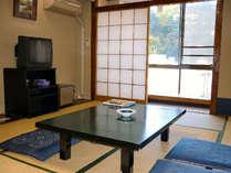 【和室10畳】  全室川に面し明るいお部屋
