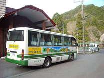 送迎バス。高野山駅まで無料で送迎いたします。伯母子岳登り口の大股へも送迎いたします。