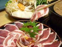 当館一押しのかしき鍋。鴨、猪、雉のミックス鍋です。一緒に煮込む太麺もたまらない!