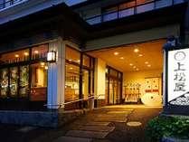 ステンドグラスがお迎えする和洋折衷の旅館