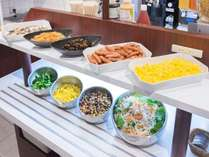 和惣菜やサラダも、様々ご用意しております!