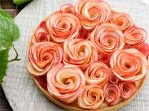 安曇野の菓子トレンドを牽引する【apple&roses】のバラを見立てたタルト【女性限定プラン】でプレゼント