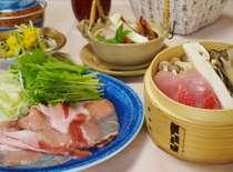 【秋のお得グルメ1】食欲の秋!「うつくしまエゴマ豚の陶板焼き」と「薬膳豆乳あったか海鮮鍋」