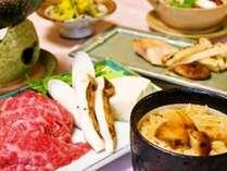 【秋のおすすめグルメ2】The秋味覚が満載!!「松茸と和牛のすき焼き」と「新潟直送・秋鮭の包み焼き」