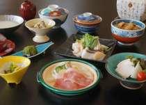 【冬のお得グルメ1】美味しく健康な会津の冬♪「最上級イベリコ豚の陶板焼き」と「薬膳豆乳海鮮鍋」