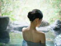 ~露天風呂は天然保湿成分メタケイ酸が豊富な「美肌の湯」~