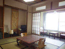 *【部屋】和室8畳/畳の上で、足を伸ばしてお寛ぎ頂けます。