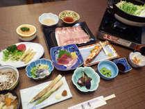 *【夕食例】旬のご当地食材をふんだんに使用したお食事は、当館自慢の一つです。