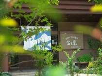 富士屋玄関先