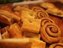 朝食に欠かさないパンもバラエティ豊か。